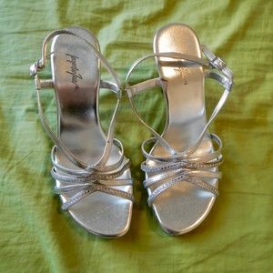 Jacqueline Ferrar Clear heel strappy dress shoes